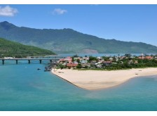 Hue to Hoi An Tour by Jeep car